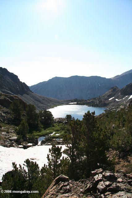 Учитывая западу от озера bergona озеро