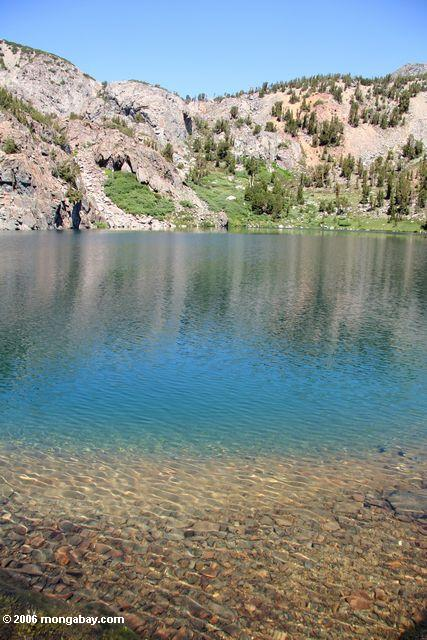 Turquoise water of Par Value Lake