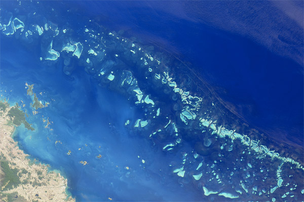This nadir true-color image was acquired by the Multi-angle Imaging Spectroradiometer (MISR) instrument on August 26, 2000, and shows part of the southern portion of the reef adjacent to the central Queensland coast.