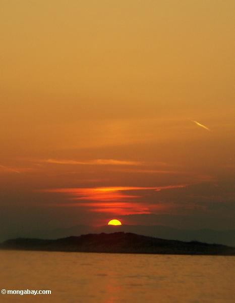 Coucher du soleil d'île de Mljet de Pomena