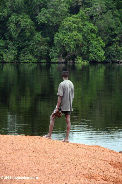 Gabonese Führer, den Wald Evengue-Loango