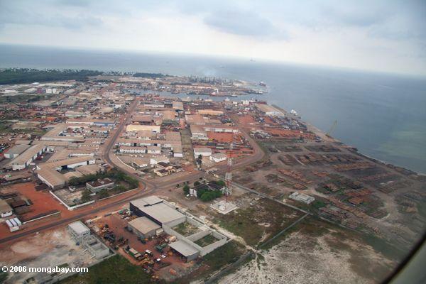 Industrieller Portbereich in PortGentil, Gabun