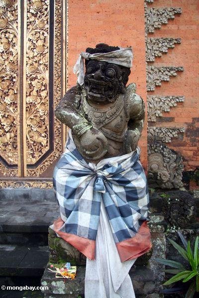 Kriegerstatue bei Puri Saren Agung in Ubud