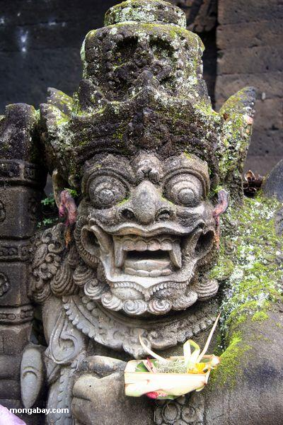 Statue Puri Saren Agung am Palast; mit dem Antrag