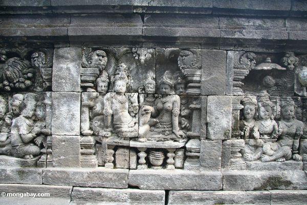 Wandbildwand Carvings an den Borobudur-Frauen