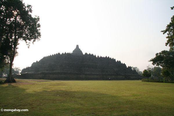 Schattenbild des Borobudur Bügels