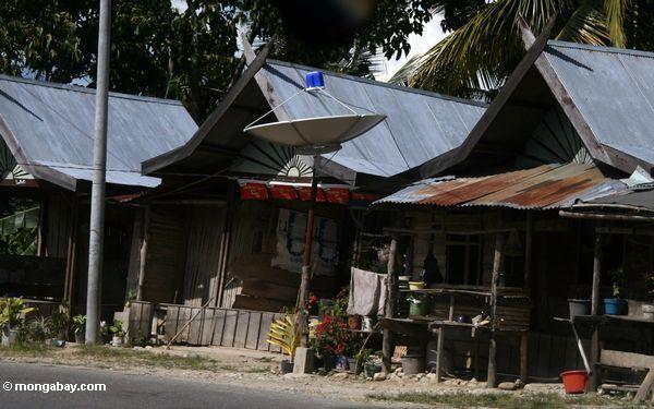 Satellitenteller in einem Dorf