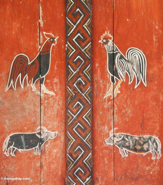 Anstrich der Hähne und der Wasserbüffel--orange, rotes und dunkles braunes Farbe