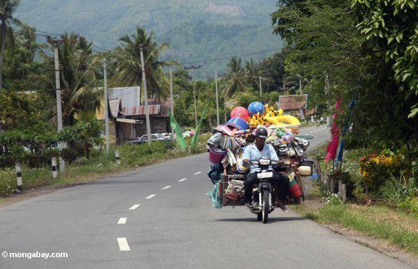 Völlig geladenes Motorrad