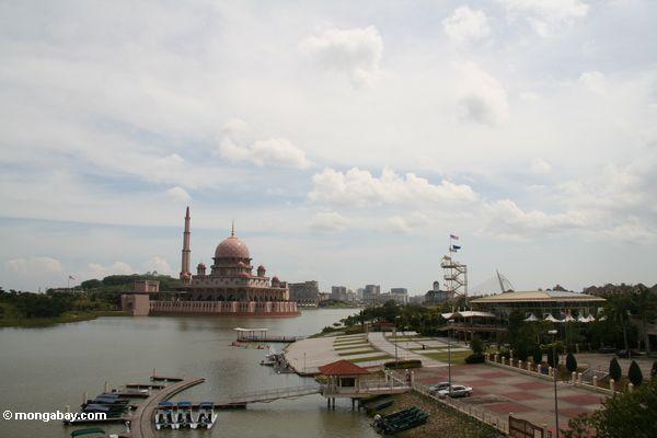 Путра мечети, как с точки зрения Путра мост