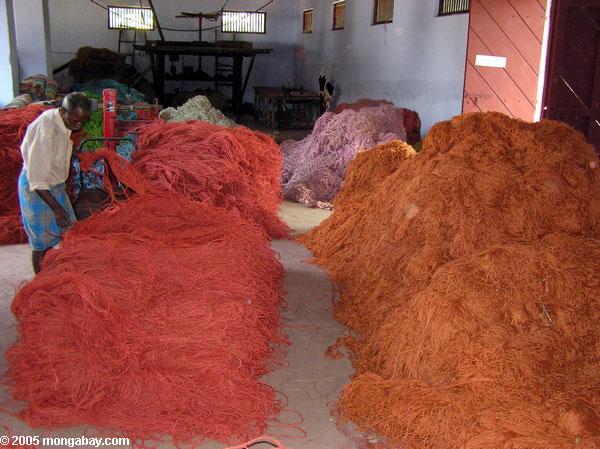 Fábrica do Coir perto de Kerala