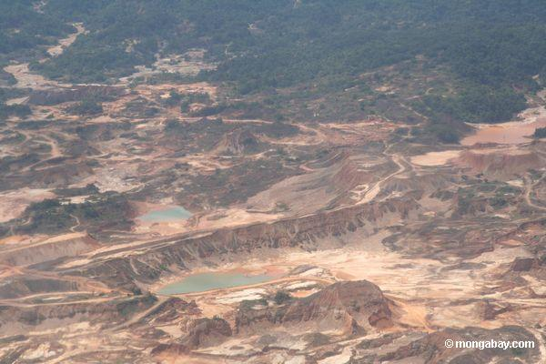 Mining operations at Rio Huaypetue gold mine