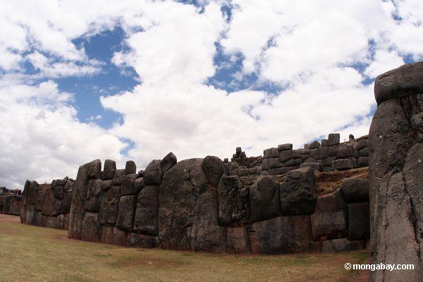 Руины Саксайуаман вне Куско