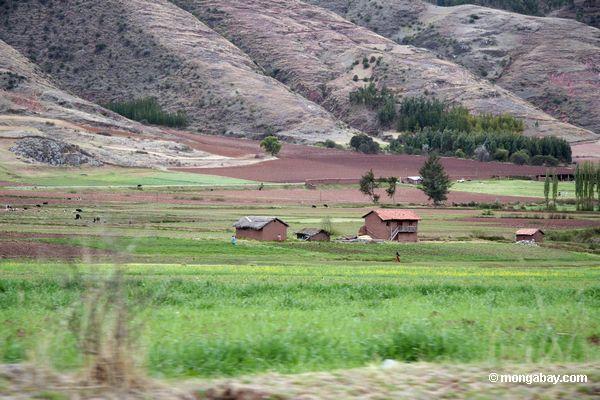 Casas da fazenda no vale de Urubamba