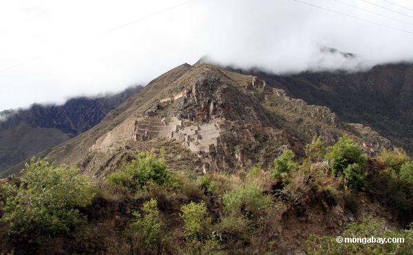 Ruínas de Inka na maneira a Machu Picchu