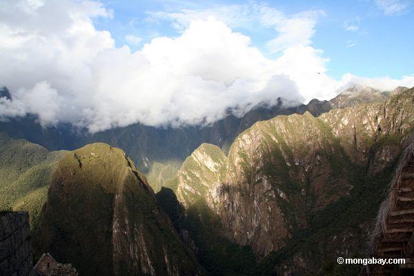 Montanhas em torno de Machu Picchu