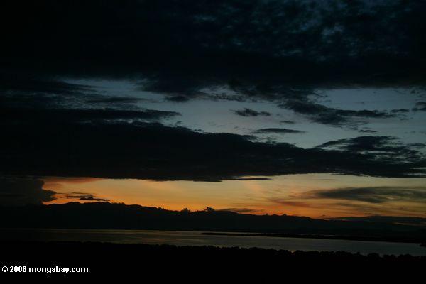 Orange afrikanischer Sonnenuntergang übersee Edward