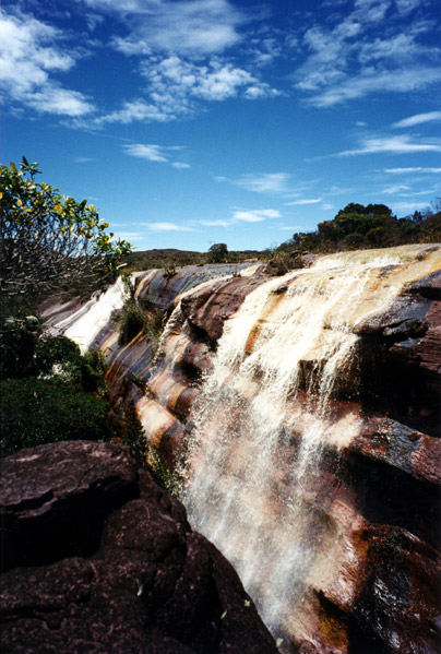 Cachoeira interna no summit de Auyantepui