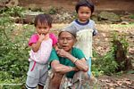 Woman with kids (Toraja Land (Torajaland), Sulawesi)