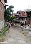 Kids playing in the street of Sengkang (Sulawesi (Celebes))