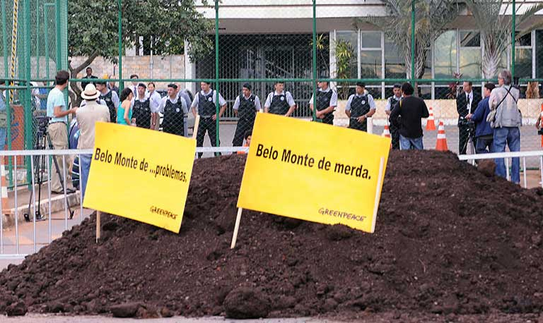 A Greenpeace protest against construction of the Belo Monte dam. Photo by Roosewelt Pinheiro/Agência Brasil licensed under the Creative Commons Attribution 3.0 Brazil License